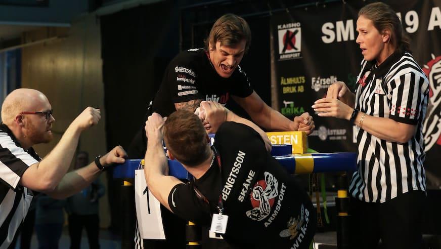 Sebastian Edoff (vänster) vs Glenn Bengtsson, -85 kg. Foto: David Liljefors.