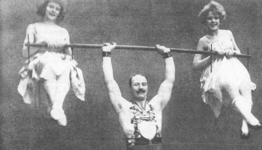 Starke Arvid, Den leende Herkules, Cyklon-Persson och en tysk brödratrio
